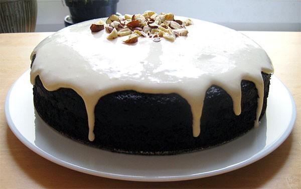 Черемуховый пирог со сметанным кремом и шоколадной глазури