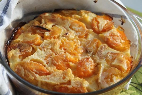 Клафути из абрикосов получается нежным и вкусным