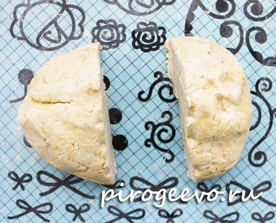 Охлажденное тесто делим на равные части