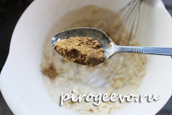 Добавляем молотый имбирь в тесто