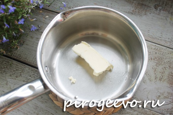 Растапливаем сливочное масло