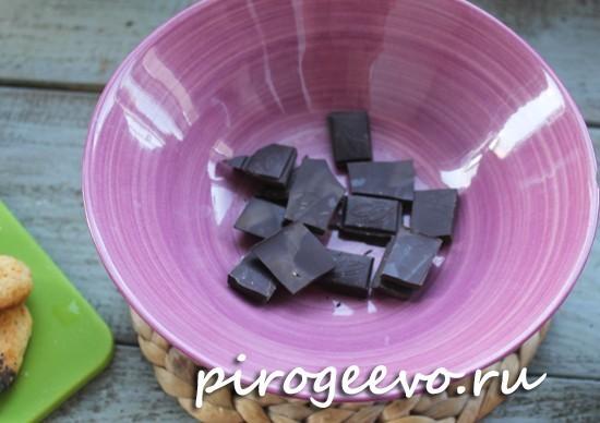 Кусочки шоколада помещаем на водяную баню