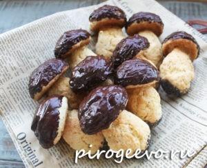 Песочное печенье грибочки с шоколадной глазурью