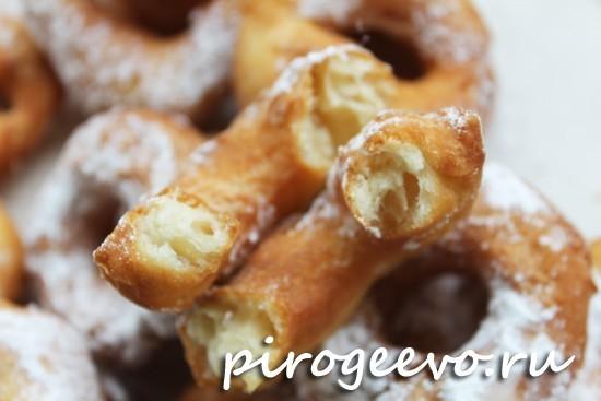 Пышные пончики на кефире в разломе