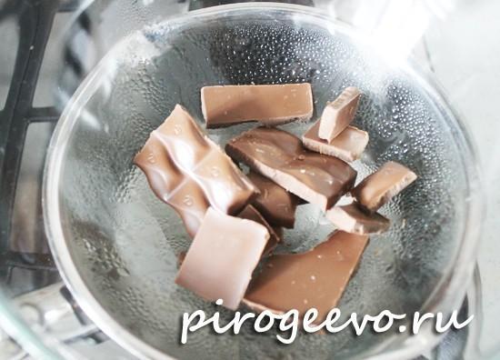 Устанавливаем шоколад на водяную баню