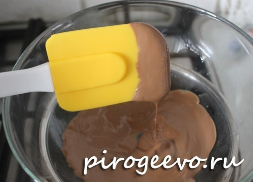 Равномерно растопленный шоколад на водяной бане