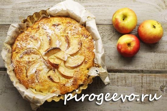Манник на кефире с яблоками будет готовиться в течение 40 минут