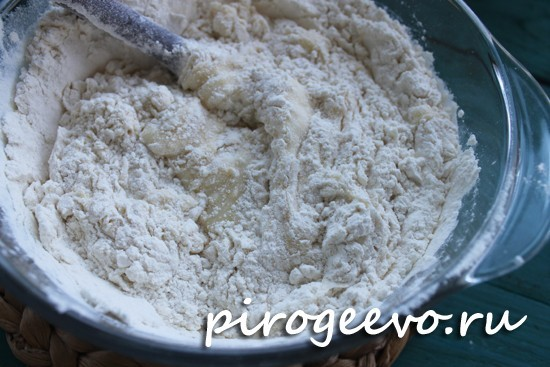 Пшеничная мука добавляется в тесто