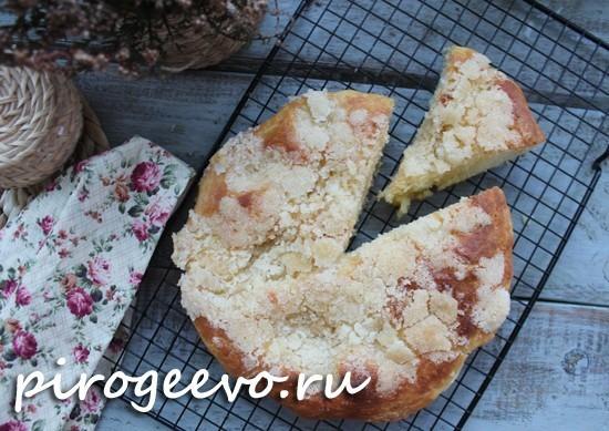 Дрожжевой пирог с сахарной посыпкой получается очень вкусным