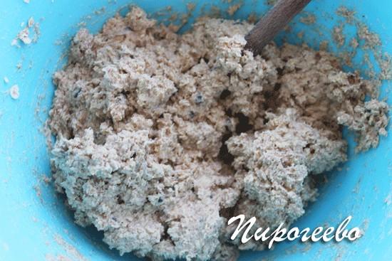 Перемешиваем тесто для овсяного печенья