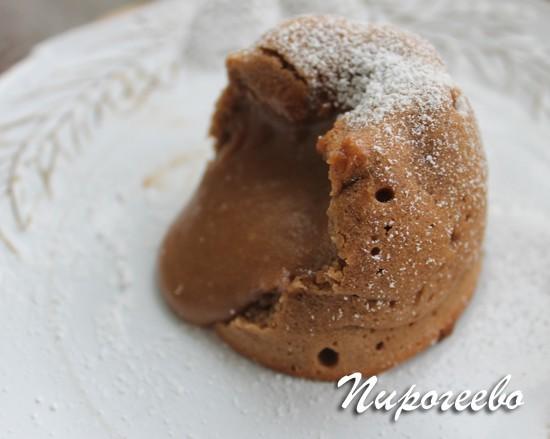 Шоколадный кекс с жидкой начинкой