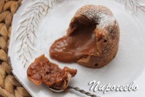 Шоколадный фондан с жидкой начинкой