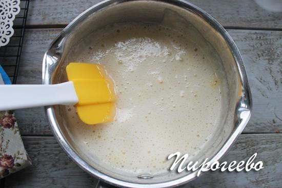 Пена после добавления соды в сироп