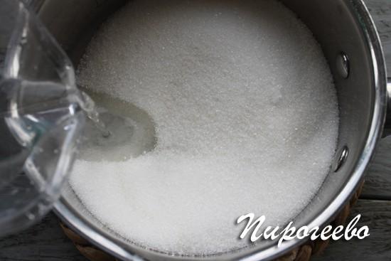 Добавьте в сахар воду