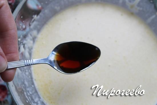 В тесто для блинчиков добавляем чайную ложку ванили