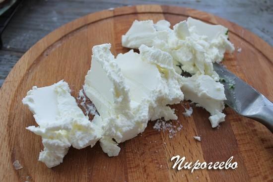 Мягкий сыр режем ножом