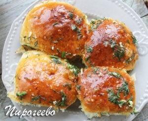 Булочки с чесноком можно есть с борщом или другими первыми блюдами