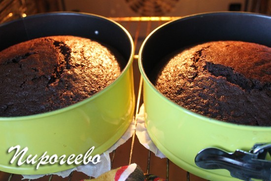 Выпекаем шоколадный торт в духовке в течение 30 минут