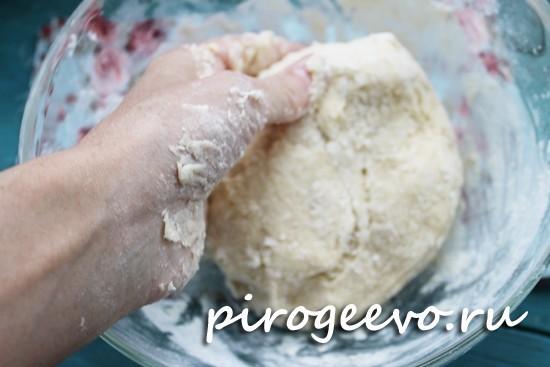 Замешиваем мягкое песочное тесто