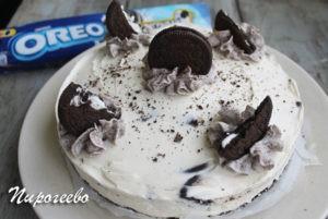 Украшаем чизкейк без выпечки с помощью печенья орео