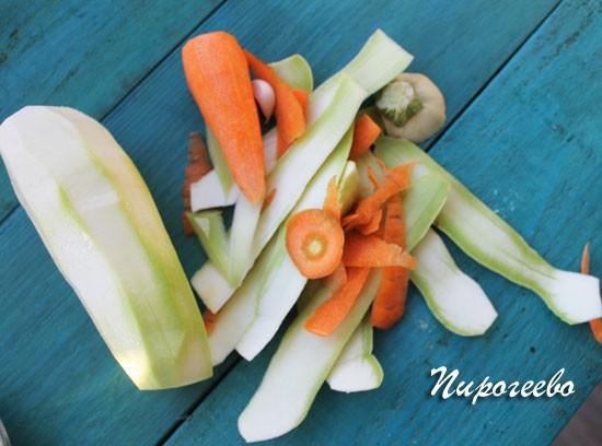 Очищаем овощи от кожуры