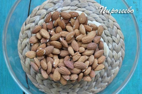 Орехи нужно выложить в широкую емкость