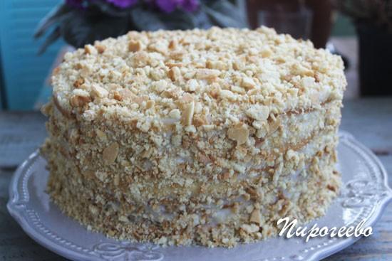 Обсыпаем торт со всех сторон крошкой