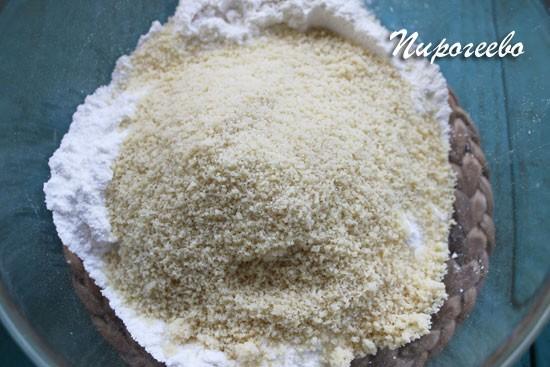 Добавляем миндальную муку в сахарную пудру