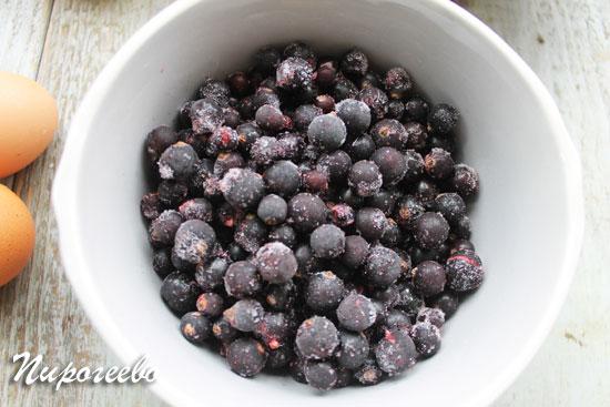Размораживаем ягоды для пирога заранее