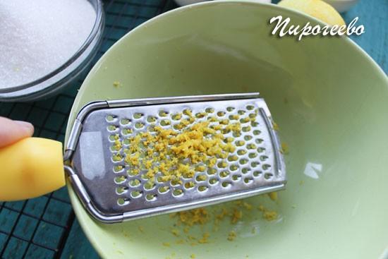 Снимаем цедру с лимона с помощью терки