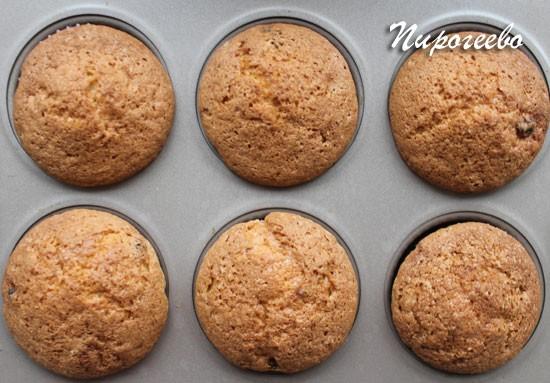 Аппетитные ванильные маффины с изюмом получаются вкусными и нежными