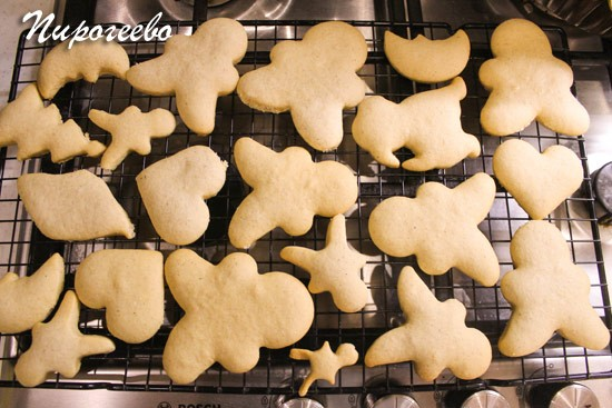 Остужаем имбирное печенье на решётке