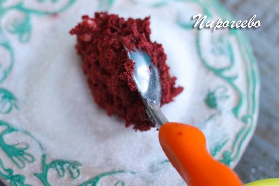 С помощью ложки формируем печенье
