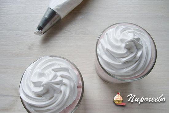 Белковый крем для капкейков и десертов в стаканчике