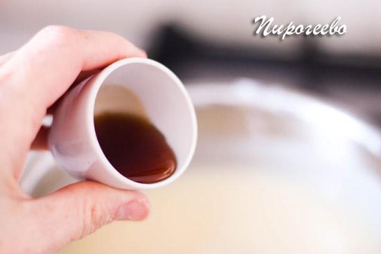 Добавляем эстракт ванили в крем