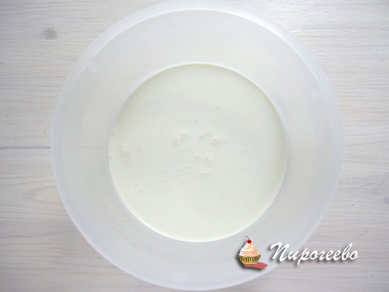Крем из взбитых сливок для торта-безе
