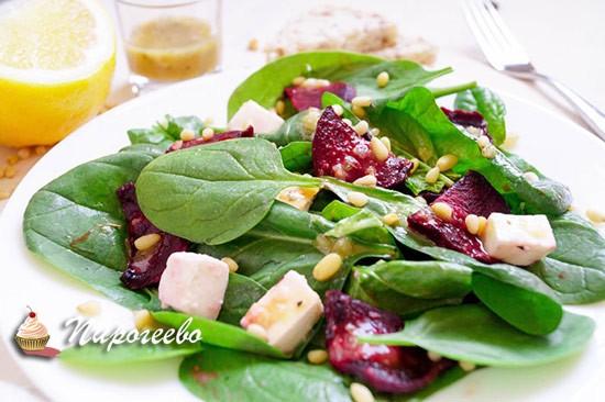 Салат с запечённой свеклой и орешками