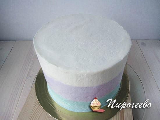 Выравниваем торт с помощью шпателя или лопатки
