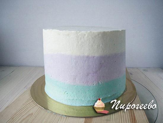 Выравниваем торт кремом