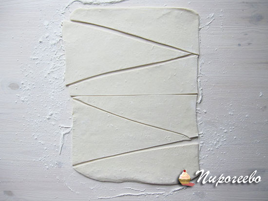 Разрезаем на треугольники как для круассан