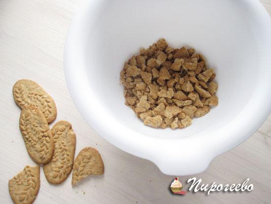 Измельчаем песочное печенье