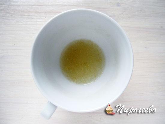 Замочить желатин в холодной воде