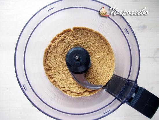 Перемелоть печенье в крошку