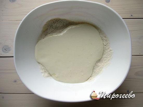 Соединяем жидкие ингредиенты с сухими