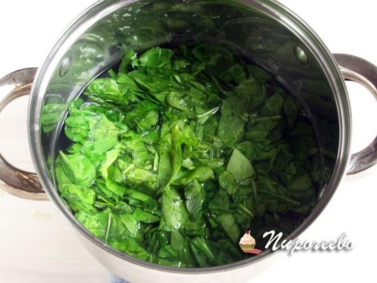 Опустить зелень в кипяток