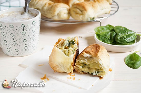 Слойки со шпинатом и сыром рецепт с фото