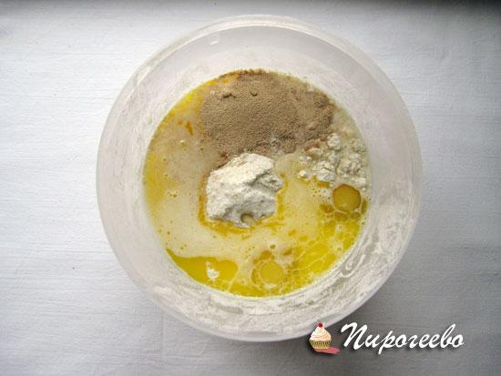 Замешиваем дрожжевое тесто на вафли