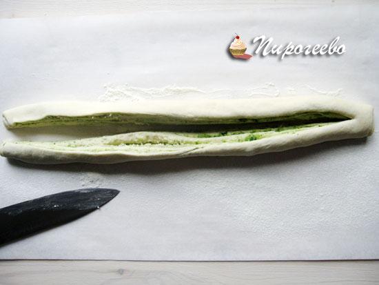 Разрезать багет ножом для формовки
