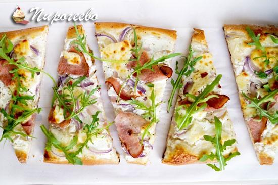 Вкусная пицца на тонком тесте