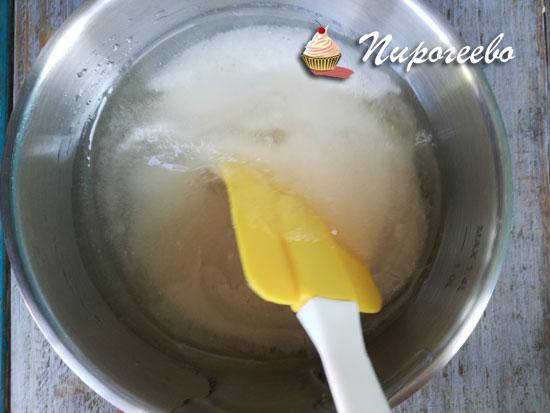 Размешиваем сахар, воду и глюкозный сироп